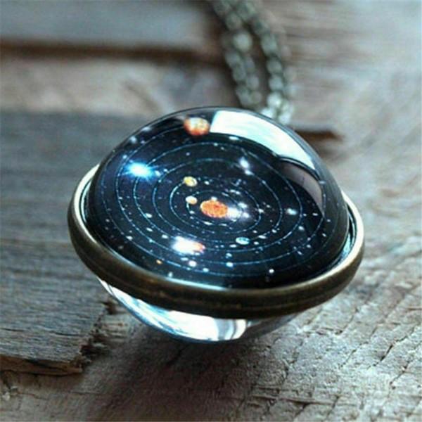 Galaxy und Planeten als Halskette