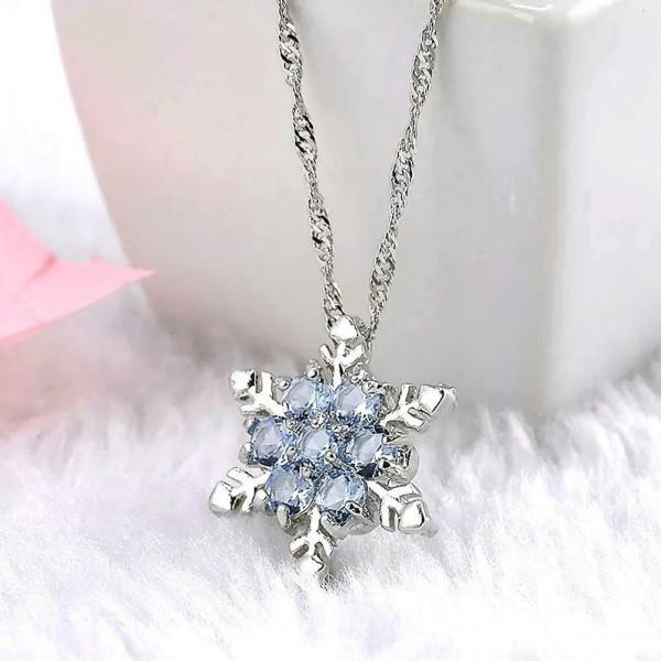 Schneeflocke in Silber als Damenschmuck