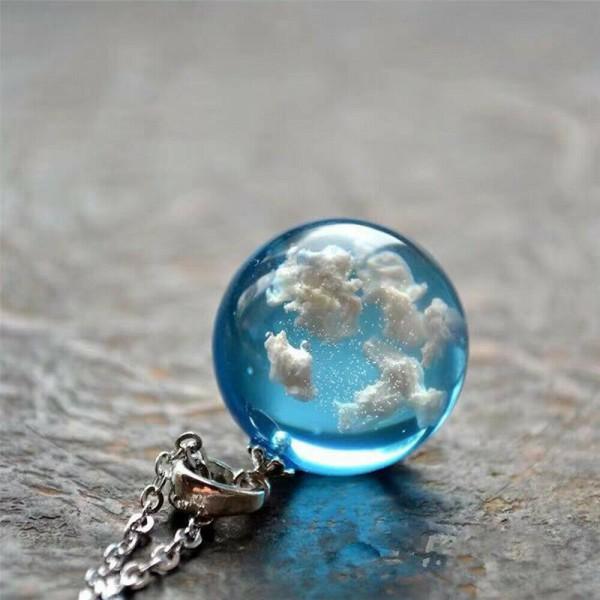 Weiße Wolken blauer Himmel Harz Glaskugel Anhänger Halskette Terrarium Schmuck